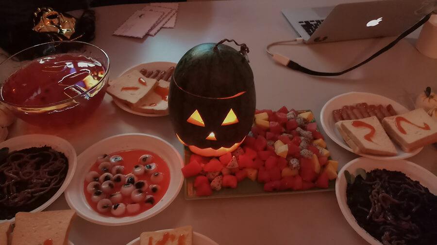 le hoi hoa trang halloween tai anh ngu uec da nang 2 - Lễ Hội Hóa Trang và Trao Giải Cuộc Thi Rùng Rợn Halloween UEC