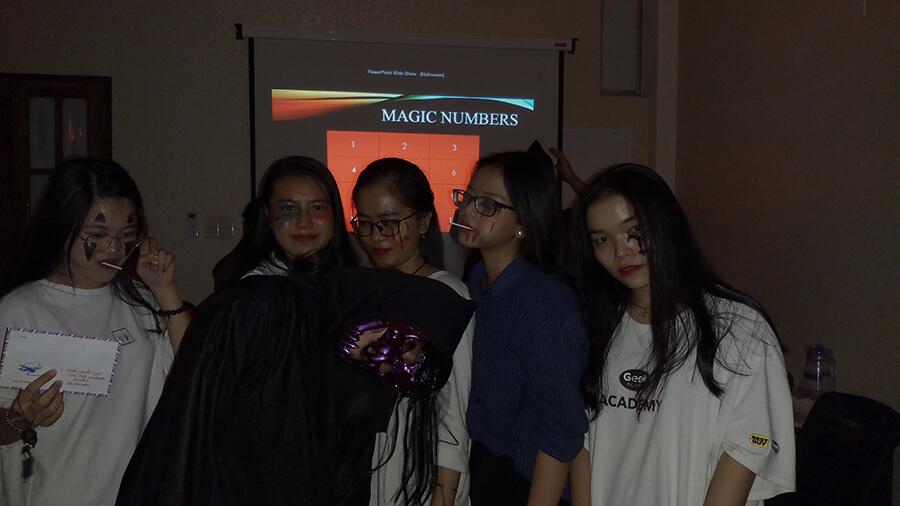 le hoi hoa trang halloween tai anh ngu uec da nang 3 - Lễ Hội Hóa Trang và Trao Giải Cuộc Thi Rùng Rợn Halloween UEC
