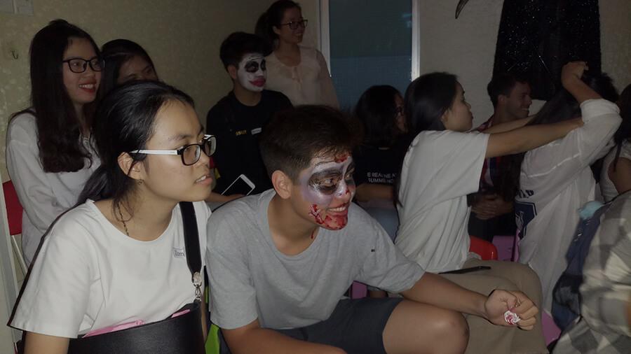 le hoi hoa trang halloween tai anh ngu uec da nang 7 - Lễ Hội Hóa Trang và Trao Giải Cuộc Thi Rùng Rợn Halloween UEC