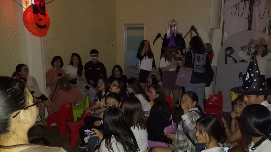le hoi hoa trang halloween tai anh ngu uec da nang 8 - Lễ Hội Hóa Trang và Trao Giải Cuộc Thi Rùng Rợn Halloween UEC